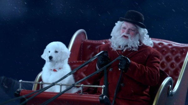 Dressed in his inconspicuous civilian garb, Santa Claus (Richard Riehle) and his no longer stuffed best friend Paws (voiced by Zachary Gordon) take a casual flight to New York City.