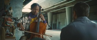 A particularly shiny Nathaniel Ayers (Jamie Foxx) plays the new cello given to him by Steve (Robert Downey Jr.).