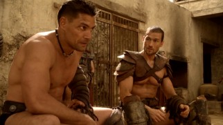 Can Spartacus (Andy Whitfield) persuade the stubborn Crixus (Manu Bennett) to follow his plan, the nonlinear season finale asks.