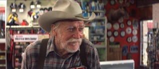 In the last and perhaps greatest performance of his life, Richard Farnsworth plays Alvin Straight, a stubborn old man about to embark on a unique journey.