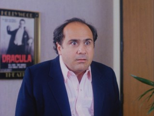 Vic DeSalvo (Danny DeVito) is shocked to learn that his pilot is being given an on-air commitment by MBC's departing head of comedy.