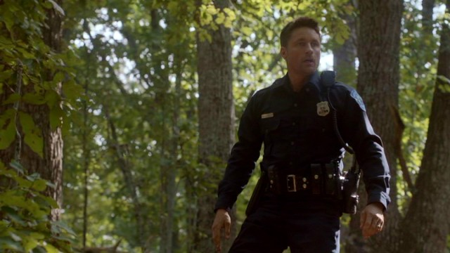 The work of deputy police officer Harold Jensen (Martin Henderson) is complicated by an alliance he forms with a criminal.