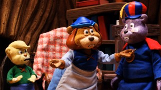 The Gummi Bears sort out the nature of their family-like relationship.