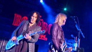 "Def Leppard performs two songs at the ""Rock of Ages"" premiere in a DVD-exclusive featurette."
