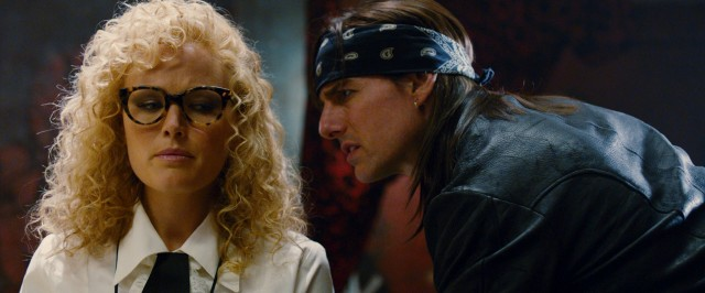 Rock god Stacee Jaxx (Tom Cruise) gives Rolling Stone reporter Constance Sack (Malin Akerman) more than an interview.