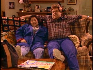 Roseanne (Roseanne Barr) and Dan (John Goodman) share a rare relaxing moment together.