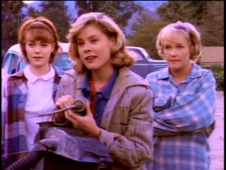 Three runaway teenagers (Laura Cahn, Julie Bowen, and Holly Fields) trade in their hot stolen car for a used one.