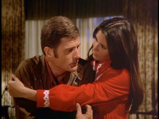 "The Dankos (Sam Melville and Kate Jackson), the show's one regular couple, enjoy a warm, loverly 1970s hug in ""The Late Mr. Brent."""