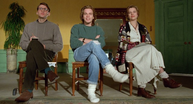 "Three hip young Scottish friends (Christopher Eccleston, Ewan McGregor and Kerry Fox) of the mid-1990s look for a roommate with their entertainment in mind at the beginning of Danny Boyle's ""Shallow Grave."""