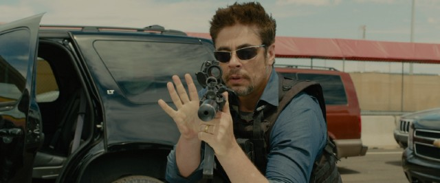 Benicio Del Toro plays Alejandro, a mysterious ally to Kate in the war on drug cartels.