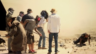 A behind-the-scenes featurette shows the cloudy dusty process of filming in Mexico.