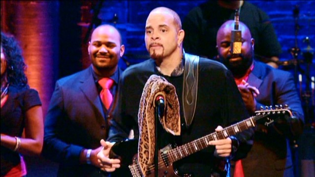 Sinbad gets musical with help in a finale that sees him and a band give us two different versions of the same original church song.