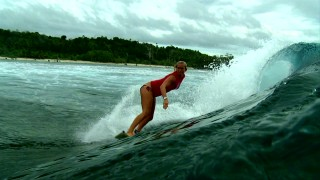 Get a good, clear, high-definition look at the real Bethany Hamilton surfing in this Rip Curl-sponsored short.