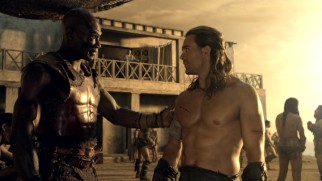 Oenomaus (Peter Mensah) and Gannicus (Dustin Clare) are great friends with a similar taste in women.