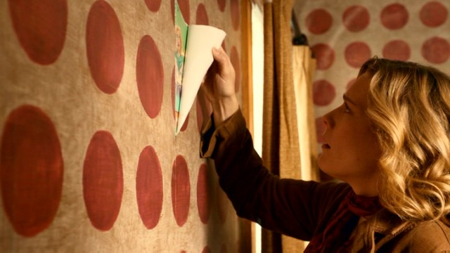 What dark secrets lie beneath this unsightly wallpaper? Clara Morrow (Kate Hewlett) is about to find out!