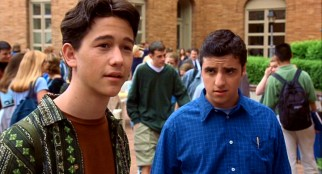 Being shown the ropes of Padua High by disgraced future MBA Michael Eckman (David Krumholtz), transfer student Cameron James (Joseph Gordon-Levitt) takes an immediate interest in Bianca.
