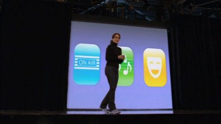 Lemon gets her Apple on with this Steve Jobs-inspired presentation.
