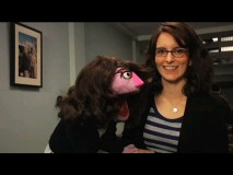 Tina Fey pals around with her Muppet counterpart in this behind-the-scenes Season 3 featurette.