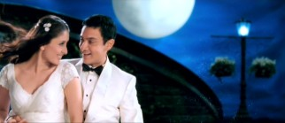 "What's a Bollywood movie without a little song and dance romance? Rancho (Aamir Khan) woos Pia (Kareena Kapoor) under a big moon in the musical number ""Zoobi Doobi."""