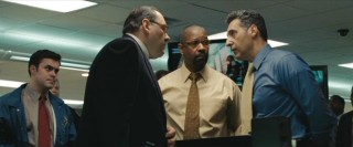 Walter (Denzel Washington) is literally stuck in the middle of a disagreement when the Mayor (James Gandolfini) and Camonetti (John Tuturro) can't see eye to eye on how to handle the hostage situation.