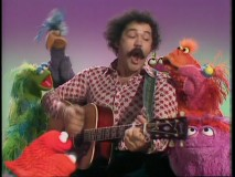 The amusing Avery Schreiber revels in nonsensical singing with awestruck Muppets.