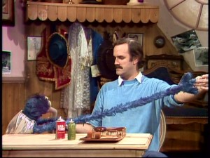 "British comedian John Cleese ""fixes"" Gonzo's outstretched arm problem."