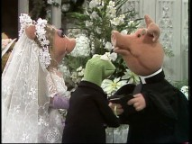 Miss Piggy tries to pull a fast one on Kermit with a wedding in disguise.