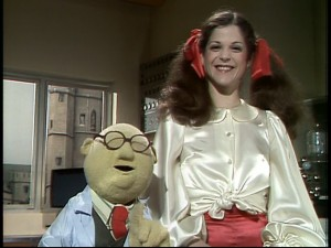 "Judging from her big smile, ""Saturday Night Live"" comedienne Gilda Radner is thrilled to stand next to Dr. Bunsen Honeydew in a Muppet Labs sketch."