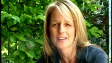 Helen Hunt discusses her approaches to filmmaking in this featurette and at length in the commentary.