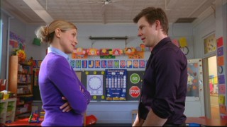 Daniel (Eric Mabius) visits Molly (Sarah Lafleur) at her job but doesn't get to participate in show and tell.