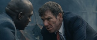 Secret Service agents Barnes (Dennis Quaid) and Holden (Richard T. Jones) quarrel over which suspect to pursue in the immediate aftermath of a terrorist attack.