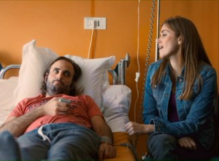 Amélie (Maud Wyler) visits a recovering Arman (Vincent Macaigne) in the hospital.
