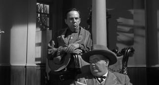 Town drunk Alex Potter (Henry Jones) and wealthy stagecoach owner Mr. Butterfield (Robert Emhardt) are all the help Dan has in fending off Ben Wade's gang.