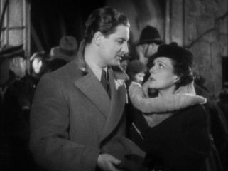At a chaotic London music hall where shots have just been fired, Annabella Smith (Lucie Mannheim) convinces Richard Hannay (Robert Donat) to let her go home with him.