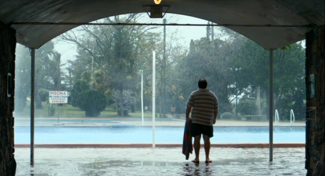"Alberto is disappointed to find the swimming pool closed due to heavy rains, but he jumps in anyway in ""Tanta Agua."""