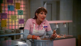 "Hyde's lunchlady mother Edna (Katey Sagal) makes her only in-person appearance in ""Career Day."""
