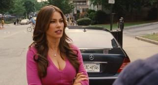 Lydia Harter (Sofia Vergara) hires the Stooges to kill her husband, though her offer is deceptive.