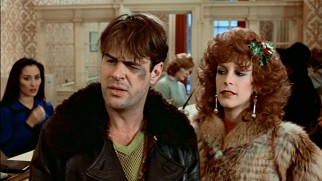 Louis Winthorpe III's (Dan Aykroyd) sudden fall from respected businessman to bum is cushioned by Ophelia (Jamie Lee Curtis), a financially savvy hooker with a heart of gold.