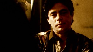 Benicio Del Toro won the Academy Award for Best Supporting Actor for his work in the yellow-tinted, Spanish language Mexico sequences as Tijuana cop Javier Rodríguez.