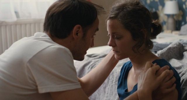 Manu (Fabrizio Rongione) encourages his depressed wife Sandra (Marion Cotillard) to fight for her job.