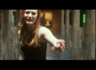 Alicia Witt cracks up in Vanilla Sky's gag reel.