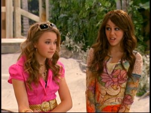 Disguising herself as ordinary Miley, Hannah tries to befriend her now popular/snobby former best friend Lilly (Emily Osment).