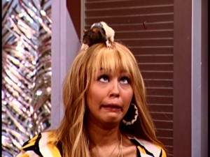 Look at Hannah Montana (Miley Cyrus) with a rat on her head. How hilariously unlucky she is without her lucky anklet!