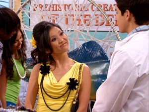 London Tipton (Brenda Song) is not suspicious but excited to meet teen doc Dr. Fossil (otherwise known as Justin Russo).