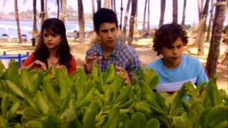 Alex (Selena Gomez), Justin  (David Henrie), and Max Russo (Jake T. Austin) each try some sorcery to reunite their parents in this Extended Edition addition.