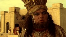 Despite fumbling his line, Oliver Platt remains in character as the effeminate high priest, complete with British accent, in the gag reel.
