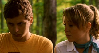 Sixteen-year-old Nick Twisp (Michael Cera) experiences embarrassment, jealousy, and, most of all, attraction during the brief time he spends with Ukiah trailer park resident Sheeni Saunders (Portia Doubleday).