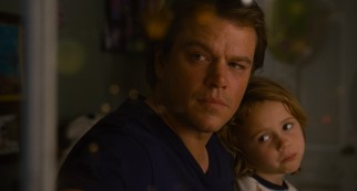 Following the death of his wife, Benjamin Mee (Matt Damon) moves his daughter Rosie (Maggie Elizabeth Jones) and his recently expelled son to a zoo.