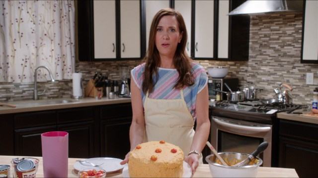 "On her talk show ""Welcome to Me"", Alice Klieg (Kristen Wiig) shows off a high-protein, low-carb meatloaf cake."