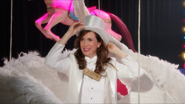 """Welcome to Me"" dials up the production values for the final show of Alice Klieg (Kristen Wiig)."
